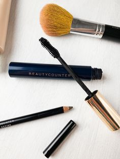 The best five minute flawless makeup routine using non-toxic, clean beauty products that are safe. BeautyCounter is the leading clean beauty brand. Beauty Bar, Clean Beauty, Natural Products, Pure Products, Non Toxic Makeup, Pomegranate Seed Oil, Brow Gel, Makeup Set, Tinted Moisturizer