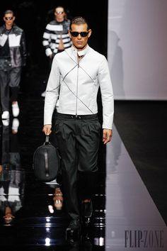 Emporio Armani Primavera-Verano 2015 - Para hombre - http://es.flip-zone.com/fashion/menswear/emporio-armani-4784 - ©PixelFormula