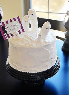 Ghost Cake...super easy and super fun for the kiddos!! #halloweentreats howdoesshe.com