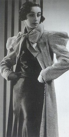 """Look at these great sleeves - a piece of chic! Wide-shouldered coat, """"Wide-shouldered coats were worn to emphasise the shoulder line and the sleek lines of the dress underneath."""" Scanned from """"Decades of Fashion"""" by Harriet Worsley Hollywood Glamour, Old Hollywood, Retro Mode, Mode Vintage, Vintage Vogue, Vintage Style, 1930s Fashion, Mod Fashion, Vintage Fashion"""