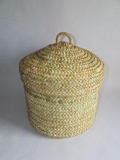 Artesanía y tradición trabajando la palma morisca: Cesto con tapadera.