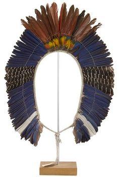 Grand diadème. - Les plumes de ara bleues, vertes et rouges sont montées sur du[...],