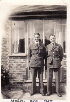VINTAGE OLD PHOTO TWO YOUNG MILITARY MEN IN UNIFORM SECOND WORLD WAR 1940'S