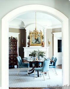 Dreamy blue and white dining room. Design: Alex Papachristidis. Photo: Thomas Loof. housebeautiful.com #diningroom #blueandwhite