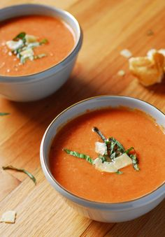 Crockpot Roasted Garlic Tomato Soup from A Duck's Oven. Tomato soup cooked in the crockpot with plenty of roasted garlic. So much better than canned!