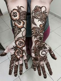 design for hands with henna