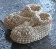 #86 Fancy Crochet Baby Booties PDF Pattern #knitting #SweaterBabe.com
