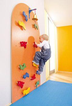 Mur d'escalade crèche bébé