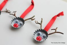 Bottle Cap and Twig Reindeer Homemade Christmas Ornaments - Pioneer Settler 50 Diy Christmas Ornaments, Homemade Ornaments, Homemade Christmas, Holiday Crafts, Christmas Crafts, Christmas Decorations, Reindeer Ornaments, Raindeer Craft, Reindeer Beer