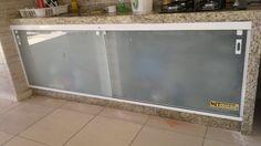Fechamento de Pia com vidro cristal temperado incolor jateado com kit branco