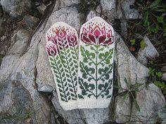Ravelry: Lotus Mittens pattern by Natalia Moreva