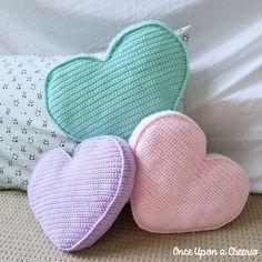 A free crochet pattern of a heart pillow. Do you also want to crochet this heart. A free crochet pattern of a heart pillow. Do you also want to crochet this heart pillow. Read more about the Free Crochet Pattern Candy Heart Pillow. Bag Crochet, Crochet Pillow Pattern, Crochet Motifs, Crochet Amigurumi, Crochet Cushions, Crochet Home, Crochet Gifts, Baby Blanket Crochet, Free Crochet