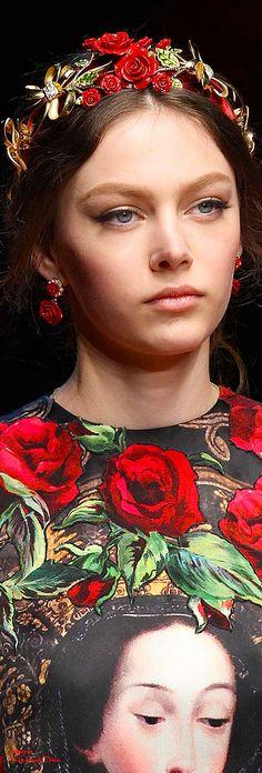 Dolce & Gabbana, Fall 2015 ... http://www.style.com/slideshows/fashion-shows/fall-2015-ready-to-wear/dolce-gabbana/details/1