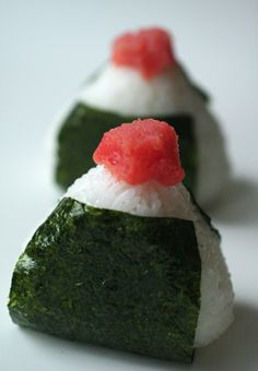 Mentaiko Omusubi, Traditional Japanese Nori Wrapped Rice Ball Topped on Spicy Pollack Roe 明太子おむすび
