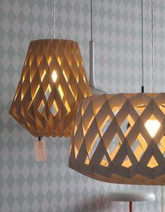 Birkensperrholz in Lampenform, wieder von Lys Vintage (http://www.lys-vintage.com/?cat=36), diesmal aus Finnland