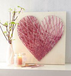 インパクトがあるアートをお部屋に飾りたいときにおすすめなのが、ストリングアート。毛糸や刺繍糸を巻きつけるだけで、立体感のある作品ができあがるんです!