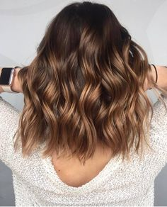 A blond sweep on brown hair, is it possible? - Mel - - Un balayage blond sur cheveux bruns, est-ce possible ? A blond sweep on brown hair, is it possible? Brown Hair Balayage, Brown Blonde Hair, Hair Color Balayage, Balayage Hairstyle, Blonde Honey, Balayage Hair Brunette Caramel, Short Balayage, Blonde Balayage, Hair Color Brunette