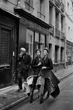 Helena Christensen ad Marie Sophie Wilson in Jean Paul Gaultier, photographed by Peter Lindbergh, 1991 Helena Christensen, Peter Lindbergh, Vogue China, Jean Paul Gaultier, Vogue Paris, Paolo Roversi, Mode Collage, Street Photography, Fashion Photography