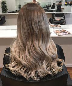 Blonde Asian Hair, Soft Blonde Hair, Dark Blonde Hair Color, Blonde Hair Looks, Balayage Hair Blonde, Brunette Hair, Hair Color Underneath, Light Hair, Hair Highlights