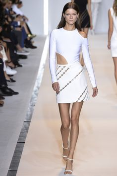 See all the Collection photos from Mugler Spring/Summer 2015 Ready-To-Wear now on British Vogue 2015 Fashion Trends, Fashion Week 2015, Fashion Show, Fashion Looks, Paris Fashion, Woman Fashion, Couture Fashion, Fashion Beauty, Spring Summer 2015