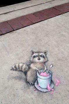 David Zinn pavement chalk art at Avalon Ann Arbor Cafe & Kitchen 3d Street Art, Murals Street Art, Amazing Street Art, Street Art Graffiti, Street Artists, Amazing Art, Graffiti Artists, David Zinn, Chalk Artist