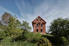 Old Country Houses, Old Houses, Brick Siding, Old Bricks, House Inside, Building Facade, Prefab Homes, Modern Exterior, Finding A House