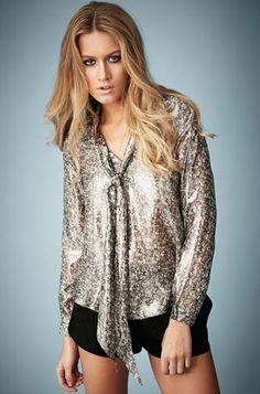 Sublime chemise métallisée à 78€, tenue classe et tendance pour toutes vos sorties !