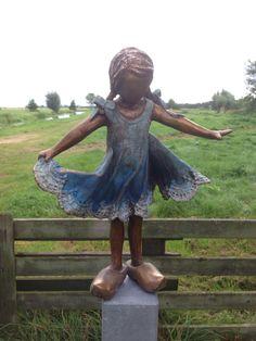 made by Babke Moelee Pottery Sculpture, Sculpture Art, Garden Sculpture, Sculpting, Street Art, Clay, Statue, Crafts, Inspiration