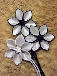 Kuvahaun tulos haulle heijastinkankaasta askartelu Diy Projects To Try, Crafts To Do, Hobbies And Crafts, Diy Crafts, Handmade Flowers, Diy Flowers, Ribbon Flower Tutorial, Creative Crafts, Little Gifts