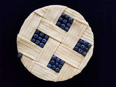German baker Karin Pfeiff-Boschek has taken pie art to a new mesmerising level – tartaletas ó pays Beautiful Pie Crusts, Pie Crust Designs, Pie Decoration, Pies Art, Kinds Of Pie, Pie Tops, Pie Crust Recipes, Sweet Pie, No Bake Pies