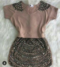 roupa com brilho. Look Fashion, Diy Fashion, Ideias Fashion, Fashion Dresses, Womens Fashion, Fashion Trends, Mode Outfits, Chic Outfits, Hijab Style Dress