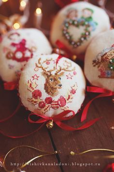 This particular photo is certainly an interesting style principle. Cross Stitch Christmas Ornaments, Xmas Cross Stitch, Just Cross Stitch, Cross Stitch Finishing, Christmas Ornaments To Make, Christmas Embroidery, Noel Christmas, Xmas Crafts, Cross Stitch Charts