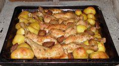 Hozzávalók: • 4 szelet csirkemell filé • 2 db paprika • 8 szelet bacon • 4 szelet sonka • 2 db hegyes erős paprika • 2 szál újhagyma • 20 dkg reszelt... Meat Recipes, Cake Recipes, Chicken Recipes, Cottage Meals, Hungarian Recipes, One Pan Meals, Whole 30 Recipes, Poultry, Bacon