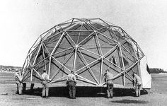 Installation of a magnesium-framed geodesic dome Buckminster Fuller © Buckminster Fuller Institute Richard Buckminster Fuller, Geodesic Dome Homes, Structured Water, Round Building, Dome House, Gothic Architecture, New York Travel, Day Trips, Construction