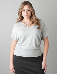 """<3 GOSTO desse tipo de blusa para dias de preguiça de ter o que pensar para vestir e ficar """"melhorzinha vestida""""... É um modelo clássico para o figuras grandes... <3"""