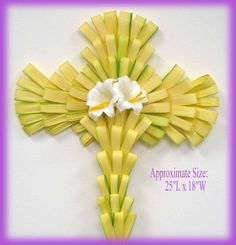 Palm Crosses made with Palms for the Palm Sunday and the Easter centered with flower free Jesus Christ pictures and Christian clip arts down. Palm Cross, Flax Weaving, Leaf Projects, Palm Sunday, Different Holidays, Holy Week, Sunday School Crafts, Leaf Art, Christen