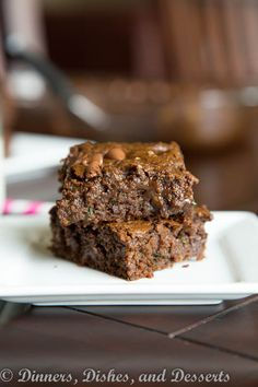 Healthy (er) Zucchini Brownies - Fudgy zucchini brownies with a few healthier ingredients. Healthy Treats, Healthy Desserts, Yummy Treats, Delicious Desserts, Sweet Treats, Healthy Eating, Clean Eating, Healthy Recipes, Healthy Zucchini Brownies