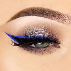If you apply the winged eyeliner correctly, it can define your eyes and make you look more beautiful. Read our post where you can find eyeliner application hacks for every eye Best Winged Eyeliner, Simple Eyeliner, Perfect Eyeliner, Eyeliner Looks, How To Apply Eyeliner, Eyeliner Wing, Blue Eyeliner, Winged Liner, Make Up Tutorial Contouring