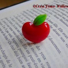 Jolie bague enfant pomme rouge en résine