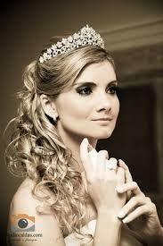 Resultado de imagem para coroa  para noiva com cabelo preso