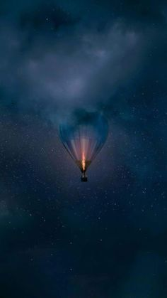 hot air balloon in the sky clouds - beautiful images and wallpapers Iphone Wallpaper Black, Galaxy Wallpaper, Nature Wallpaper, Cool Wallpaper, Mobile Wallpaper, Wiccan Wallpaper, Love Wallpaper Backgrounds, Night Sky Wallpaper, Wallpaper Samsung