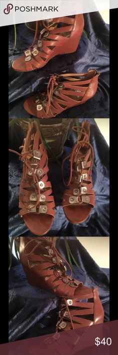 Dolce Vita size 9 shoes, brand new and never worn! Dolce Vita women's shoes, size 9 brand new and never worn! Genuine leather shoe with rubber soles DV by Dolce Vita Shoes Wedges