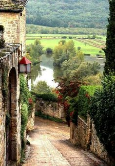 Tuscany, Italy is where I want to eat pizza and drink wine. Ah...someday.