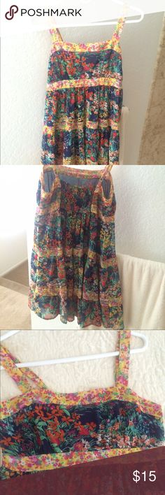 Forever 21 Summer Dress Flowy dress with Floral print. Size Medium. Elastic in back to allow comfort to all sizes! Forever 21 Dresses Mini