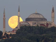 The supermoon over Aya Sofya in #Istanbul #Turkey
