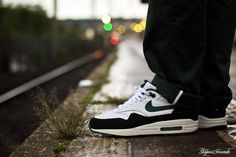 pretty nice 97b97 e4541 Nike Air Max 1 Forest Green Chaussure, Air Max 1, Nike Air Max,
