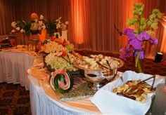 Interesting buffet Glen Oaks, English Style, Banquet, Buffet, Table Settings, Wedding Ideas, Table Decorations, Projects, Log Projects