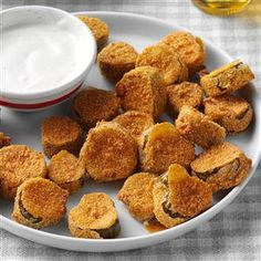 Fried Dill Pickles Recipe -You may be surprised when you see how easy it is to make a batch of Fried Dill Pickels. Don't be surprised if they get snatched up in a flash! —Eloise Maynor, Scottsboro, AL Mardi Gras Appetizers, One Bite Appetizers, Appetizer Recipes, Appetizer Ideas, Delicious Appetizers, Dinner Recipes, Buffalo Wild Wings Fried Pickles Recipe, Fried Dill Pickles, Sweet Potatoe Bites