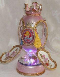 Disney princesses cake topper.