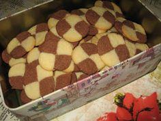 ♥ Feline ♥: Julekaker Christmas Baking, Christmas Gifts, Norwegian Food, Cheesecakes, Food And Drink, Cookies, Desserts, Recipes, Deserts